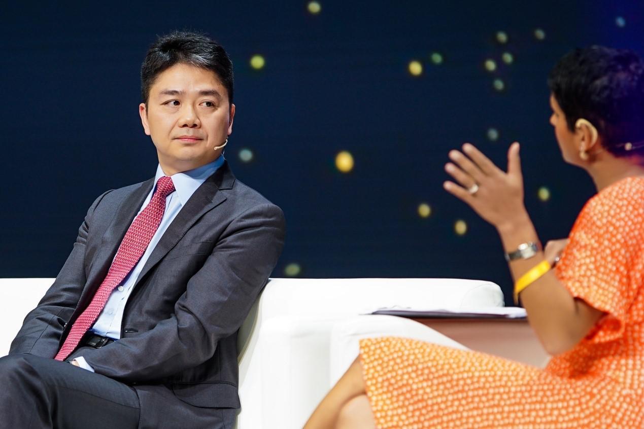 刘强东:别害怕技术 零售业迟早会大量采用机器人