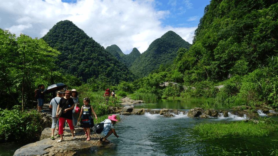 """有着地球腰带上的""""绿宝石""""之称的荔波县,夏季避暑胜"""