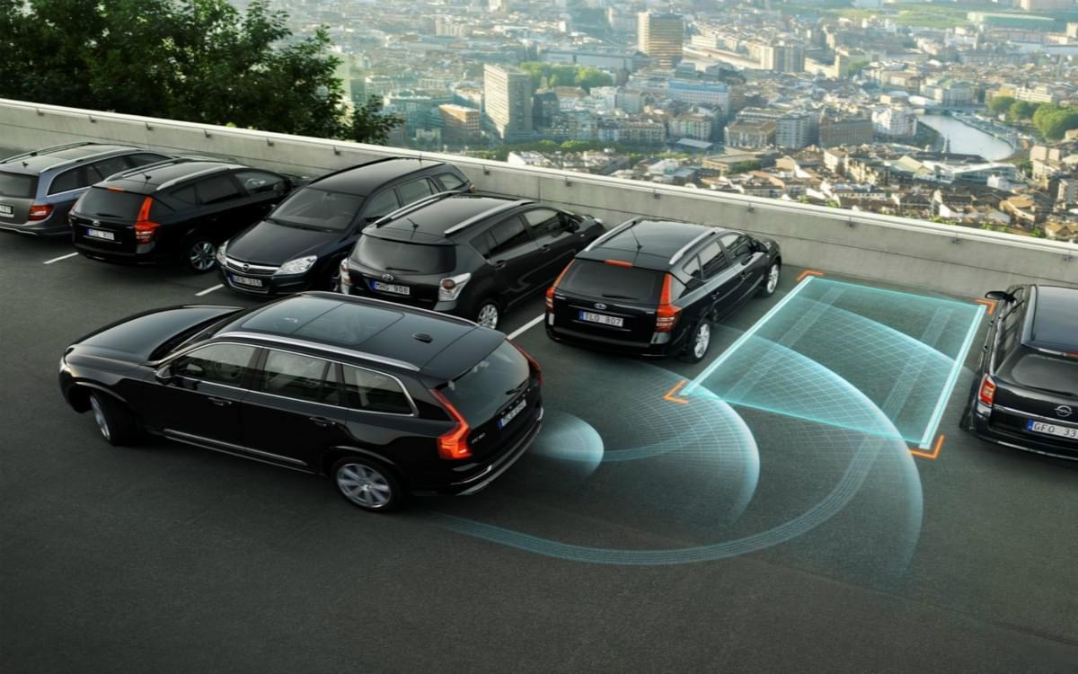 汽车的无人驾驶时代 5G网络将扮演什么角色?