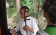 泰兴退休老人吹拉弹唱 奏响最美夕阳红