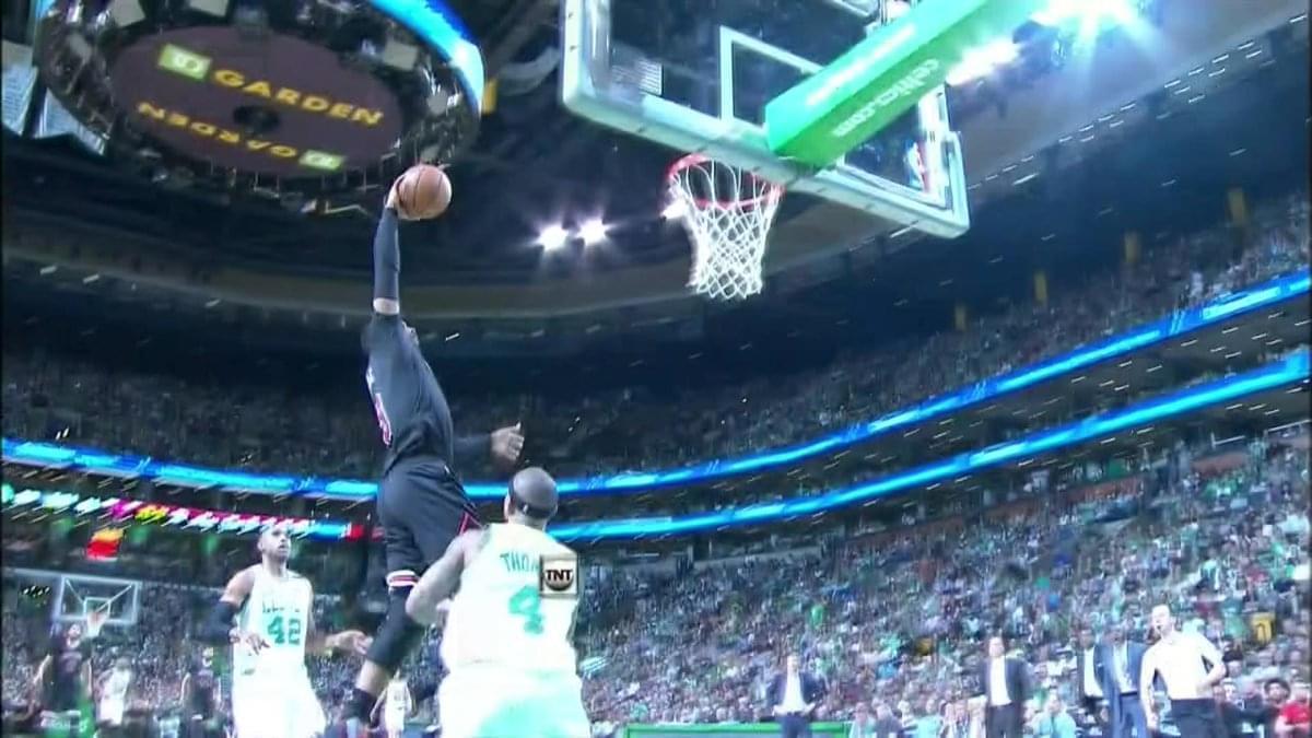 【影片】最怕英雄遲暮!Wade抄截後快攻灌籃卻被籃筐封蓋