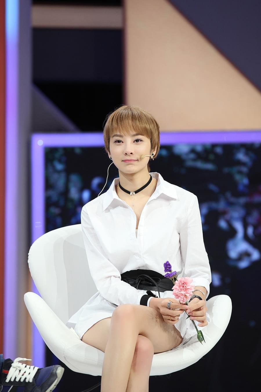 童苡萱终止换角风波 顶住重压成唯一女主角