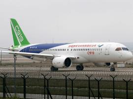 C919浦东机场高滑抬前轮试验 机场通行力或降7成