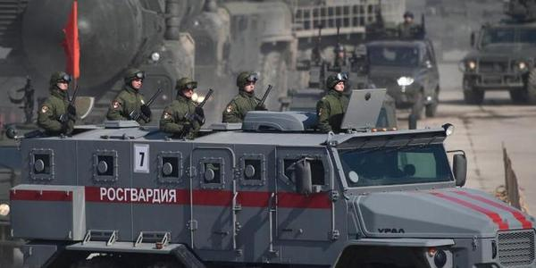 俄罗斯举行2018年胜利日阅兵首次彩排