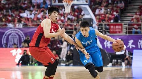 齐麟(左)