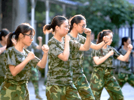 退伍复学大学生做教官 福大至诚创新大学生军训模式