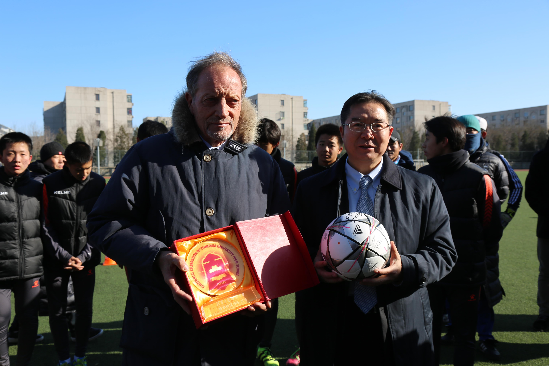清华附中承办中意青少年足球发展研讨会