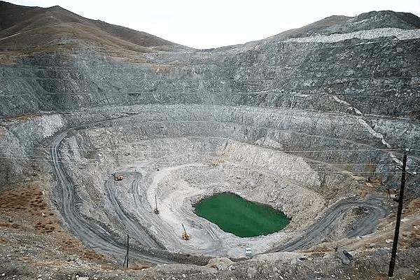 新疆可可托海:为世界保留的珍稀地质画卷