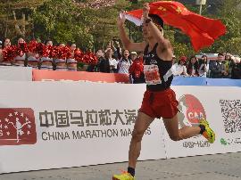 中国马拉松大满贯广马站 李子成连冠李丹折桂