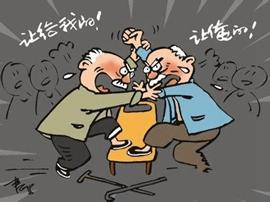 """咸安两位老人为老妇争风吃醋 上演""""爱情决斗"""""""