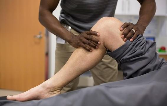 慢性膝盖疼痛折磨跑者 6种疗法效果明显