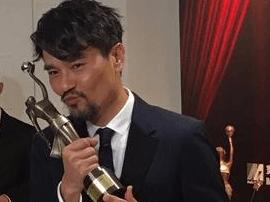 林家栋晒奖座 集齐本年度香港电影三大奖影帝