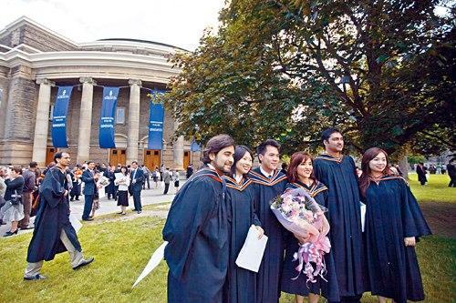 父母望子成龙 加国华裔移民二代学历收入表现突出