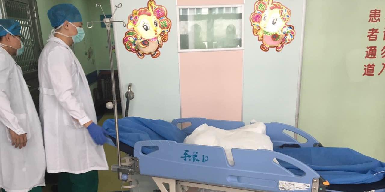 广州7岁男孩被砍伤  医院全力救治