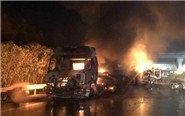 高速三车追尾起火全部被烧