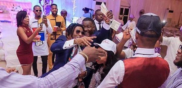 尼日利亚土豪炫富不输英美! 有人婚礼上撒钱