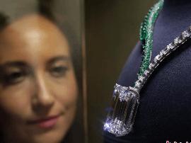 英国展出世界最大多彩钻石 售价约2亿人民币