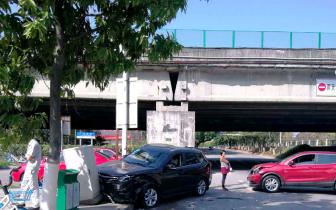 东莞女子将汽车送4S店维修被撞 车价贬值谁的责任?