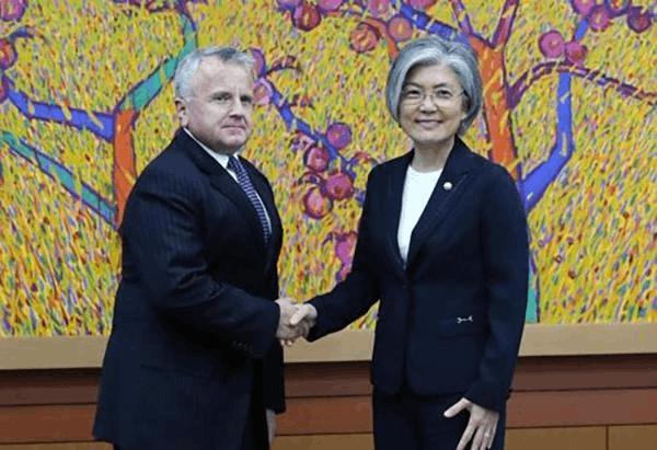 韩外长会见美副国务卿吁美方尽快任命驻韩大使