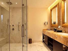 惊!入住酒店洗澡浴室玻璃突然爆裂
