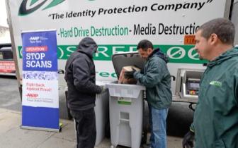 纽约举行碎纸活动 提醒华裔民众防范身份盗窃