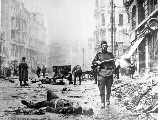 胜利者狂欢:20万苏俄娃娃是对德国最凶残复仇?