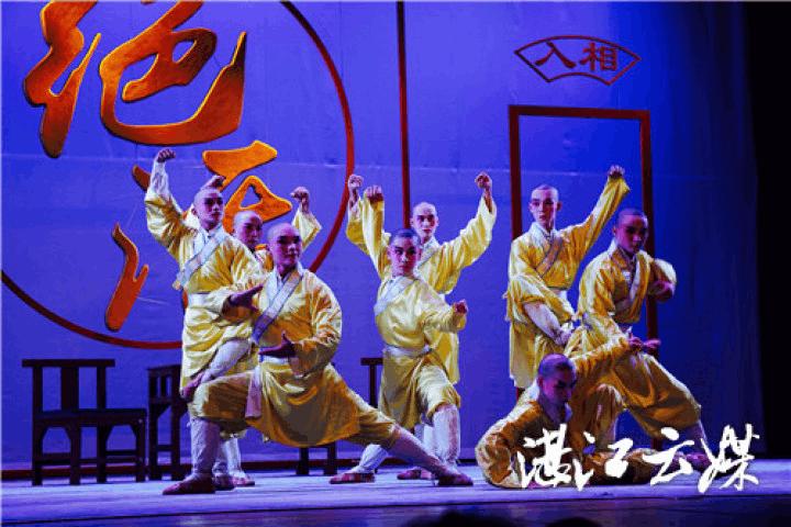 """湛江雷剧团赴沪演出,观众拍烂手掌说""""太精彩"""""""