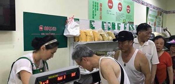 寄信件的人变少 南京部分邮局跨界卖菜