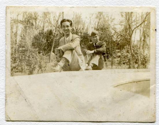 笔者所藏佟彦博与徐焕升之合影,很有可能是摄1938年秘密训练时摄于成都