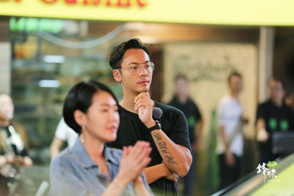 """陈伟霆载小S上演""""甜蜜蜜""""??《锋味》征战香港街头"""