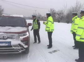 雪花无声落三晋—致风雪中依然坚守的公安交警
