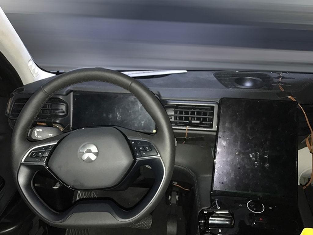 特斯拉Model X既视感 曝蔚来ES8内饰谍照