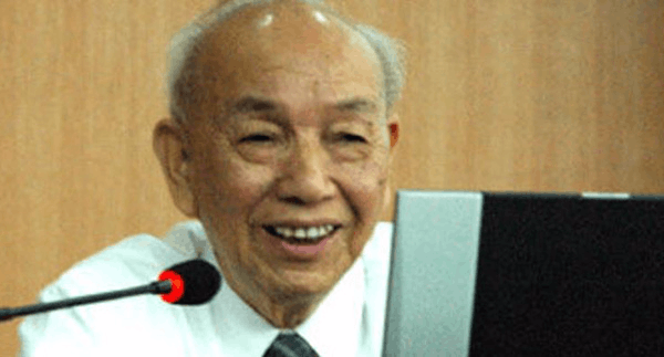 高教泰斗97岁仍站一线 最欣慰名字排在教师行列里