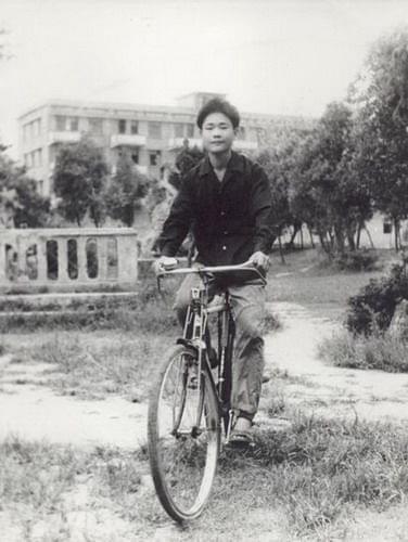 年轻时的李书福