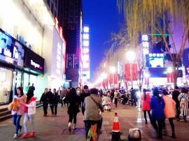 柳巷迎购物高峰 即日起两条公交临时调整运行