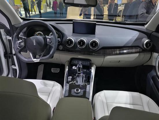 插电式混动系统 WEY首款新能源车P8发布
