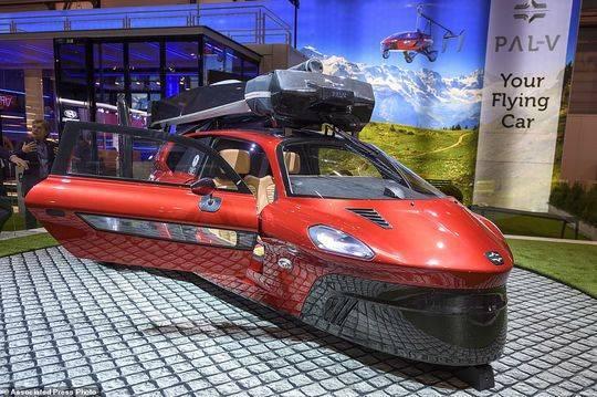 开车飞上天!全球首款飞行汽车亮相 售价60万美元