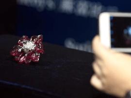 香港苏富比珠宝首饰秋拍预展 总估值约合5.4亿元