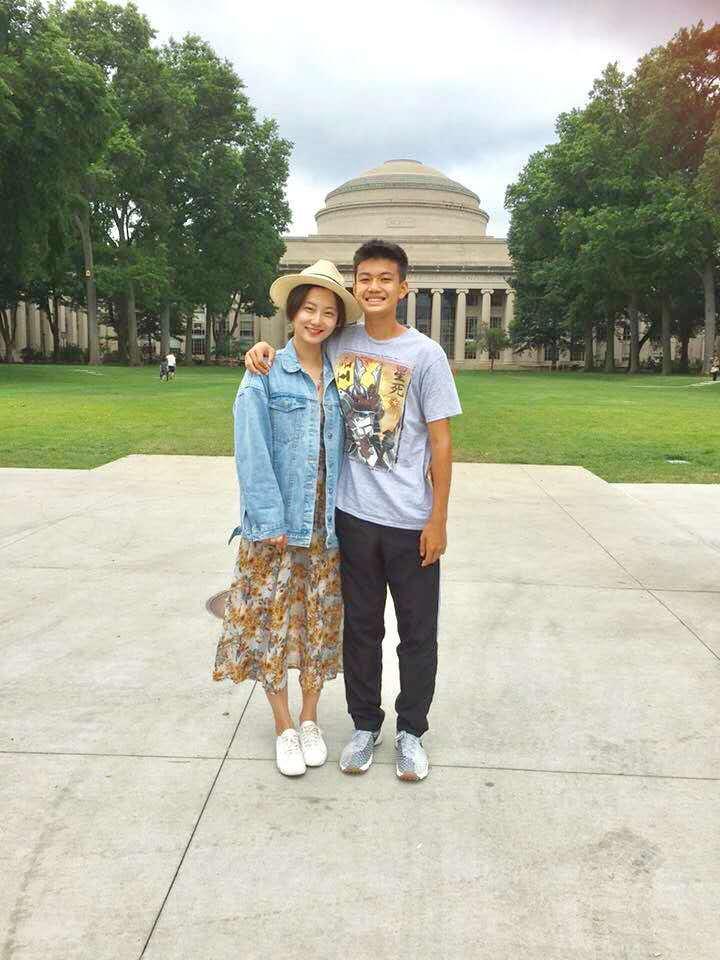 赵小侨母子参加美国夏令营 共享缅因乡村田园生活