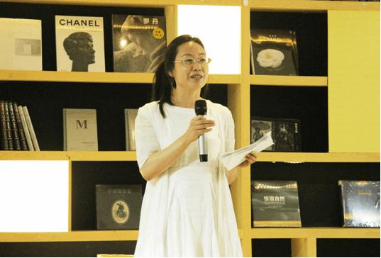 北京晚报读书周刊主任编辑李峥嵘发言