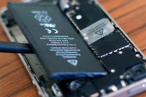 旧款iPhone争相去售后换电池