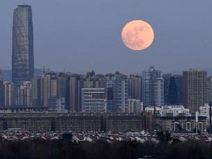 """12月3日夜晚天空出现""""超级月亮"""""""