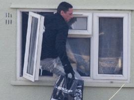 唐山:警方破获系列钻窗入室盗窃案8起