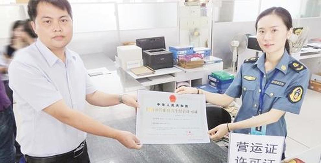南宁两家网约车公司持证上岗 许可有效期4年
