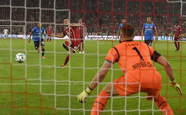 德甲-拜仁3-1药厂 莱万点射锁胜局