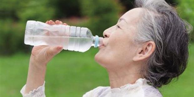 经常喝水还是口干 教你如何缓