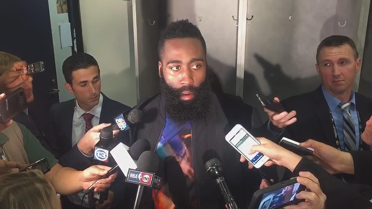 不擅應付媒體的大鬍子又被媒體問懵了:我都不知道要說什麼!