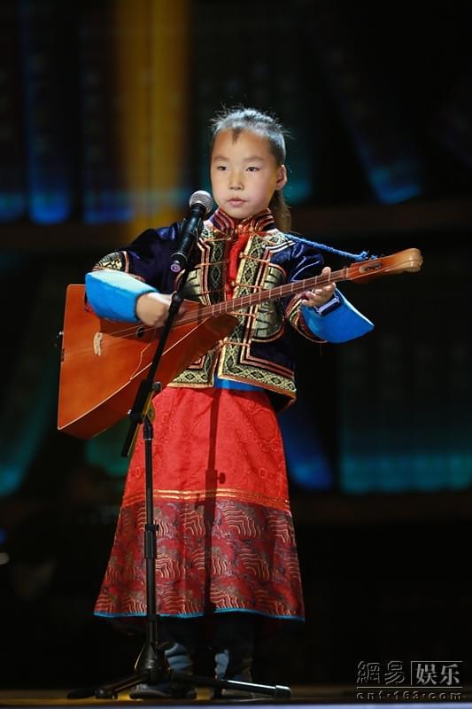 《歌声》六岁儿童演绎呼麦 阎维文称第一次遇见