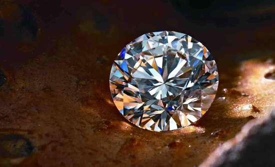 人造钻石越来越真,也卖得越来越好