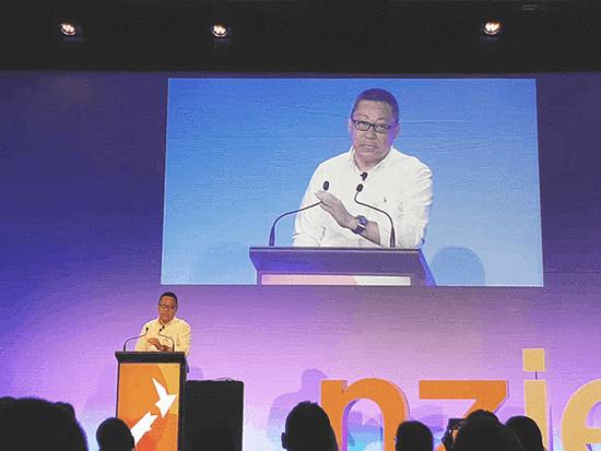 新东方CEO周成刚在新西兰国际教育论坛上发言